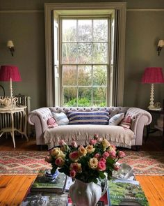 English Country Decor, French Country Decorating, Home Room Design, House Design, Drawing Room Design, Dining Furniture Sets, British Home, Living Room Windows, Living Rooms