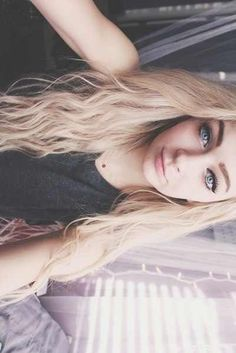 """{FCs Girls that look like her} """"hey!"""" I smile shyly """"Im parker im 16 and single"""" I sigh lightly """" BIP"""