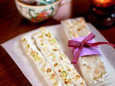 Fransk nougat (kock Leila Lindholm) Non Chocolate Desserts, Chocolate Recipes, Homemade Sweets, Homemade Candies, Bagan, Candy Recipes, Dessert Recipes, Food C, Swedish Recipes