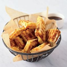 Jalapeno-Cheddar Waffle Sticks -- These bite-size waffles are easy to pick up and eat sans table. Plus, they pack a spicy punch. Waffle Stick Pan Recipe, Waffle Pan, Waffle Sticks, Waffle Iron Recipes, Homemade Ham, Homemade Breakfast, Cornbread Waffles, Pancakes And Waffles, Brunch Recipes