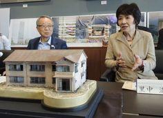東京都豊島区は7日、手塚治虫さんや赤塚不二夫さん、藤子不二雄さんら著名な漫画家が若手時代を過ごし、1982年に解体された同区南長崎3のアパート「トキワ荘」を跡地近くの区立公園内に復元すると発表した。マンガ・アニメ文化を伝える展示施設として運営し、新たな観光資源の拠点作りと地元の活性化を目指す。東京五輪前の2020年3月のオープン予定だ。