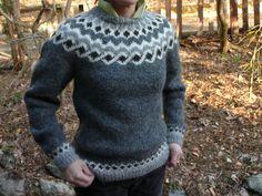 Kambur by Védís Jónsdóttir, as knit by kaeruknit on Ravelry Pullover Design, Sweater Design, Icelandic Sweaters, Knit Fashion, Men Sweater, Knit Sweaters, Knitting Patterns, Knit Crochet, Wool