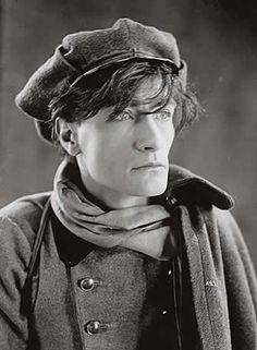 Antonin Artaud em 1936 by Man Ray. http://semioticas1.blogspot.com.br/2012/12/inventando-abstracao.html: