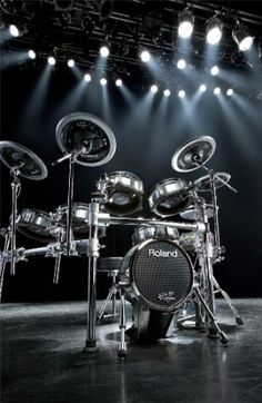 Drums Electric, How To Play Drums, Custom Guitars, Drum Kits, Clarinet, Music Photo, Indie Music, Soul Music, Outdoor Art