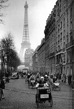 Arrival of the Tour of Paris of delivery tricycles, quay of Grenelle, Paris ,November , 1939