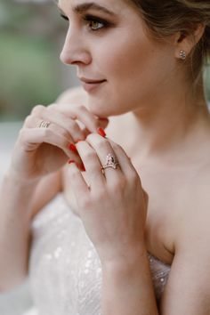 Bridal jewellery inspiration. Photo by Jenni Elizabeth. Art Deco jewels by Marion Rehwinkel Jewellery. Whimsical portrait wedding photo. Model Minki vd Westhuizen.