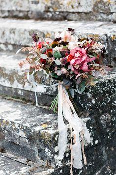 This Italian villa wedding will blow your mind! #italy #destinationwedding #tuscanvilla see more: https://ruffledblog.com/midnight-tuscan-wedding