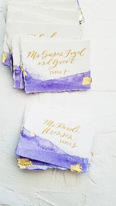 Beautiful, organic, ink-dipped or watercolor tented placecards / escort cards with gold leaf and modern calligraphy Wedding Invitation Trends, Wedding Stationary, Wedding Trends, Wedding Ideas, Use E Abuse, Gold Calligraphy, Wedding Places, Menu Cards, Purple Wedding