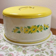 Yellow Daisy cake carrier...  Would love this!