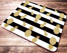 Schwarz Weiß Streifen Gold Maus-Pad, Ananas-Maus-Pad, süße Maus-Pad, Gold Ananas, Schreibtischzubehör, Büro Geschenke, Büromöbel und Bürobedarf von JustPhoneCases auf Etsy https://www.etsy.com/de/listing/508478036/schwarz-weiss-streifen-gold-maus-pad