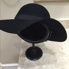Express floppy hat Gorgeous floppy hat. Has a ribbon around the rim. Bought this and I think I want another color. Bought 2 other colors instead. So need to sell this one. NWT. Express brand Express Accessories Hats