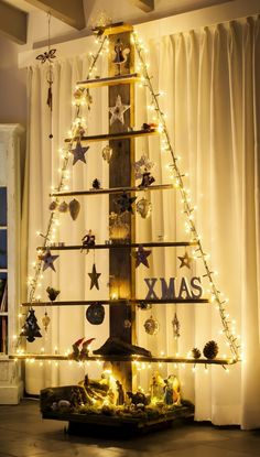 Our Christmas tree this year ! Made of scrap wood. Re-tree; Happy Merry Christmas, Christmas Makes, Christmas Home, Christmas Crafts, Homemade Christmas Decorations, Christmas Centerpieces, Holiday Decor, Pallet Christmas Tree, Xmas Tree