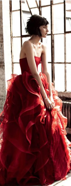 How do you feel about a red wedding dress? When Lennie was working in Weed he saw a lady in a red dress and wanted to touch the dress. Lennie would probably want to feel this red dress. Beauty And Fashion, Red Fashion, Style Fashion, Fashion Wear, Fashion Models, Beautiful Gowns, Beautiful Outfits, Fashion Vestidos, Mode Glamour
