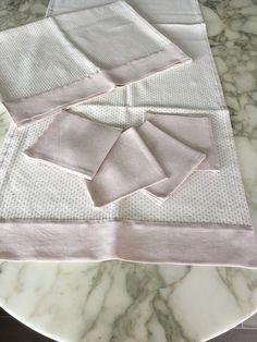 runner di misto lino Busatti beige e rosa con inserto di tessuto tinta unita, tovaglia di lino, striscia da tavolo