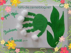 Joli brin de muguet réalisé avec la main d'Adèle !!