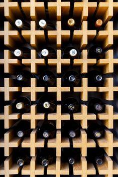 Modern wood wine storage wall. Luz Natural, Wine Rack Storage, Wine Racks, Wood Facade, Wall Tiles Design, Wine Display, Wood Slats, Smooth Walls, Interior Design Magazine