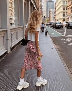 Summer Street Style Looks to Copy Now Sommer Streetstyle Mode / Fashion Week Looks Street Style, Street Style Summer, Looks Style, My Style, Trendy Style, Summer Street Fashion, Street Style Fashion, Hair Style, Mode Outfits