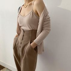waisted trousers / pleated trousers / high waisted pants / baggy pants for women / wide pants / high waisted trousers / minimalist Pants Mode Outfits, Casual Outfits, Fashion Outfits, Trouser Outfits, Fashion Hacks, White Outfits, Classy Outfits, Dress Fashion, Look Fashion