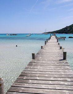 Qui a dit que la France n'offrait pas des plages (presque !) aussi paradisiaques que celles que l'on peut trouver en Grèce, en Italie ou en Espagne ?  http://www.elle.fr/Loisirs/Evasion/Plus-belles-plages-de-france