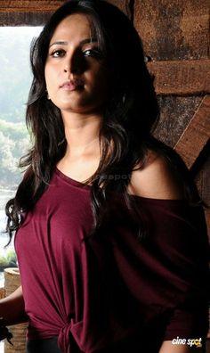 Anushka in Bad Boy Indian Actress Hot Pics, South Indian Actress, Actress Photos, Beautiful Girl Indian, Most Beautiful Indian Actress, Beautiful Bollywood Actress, Beautiful Actresses, Anushka Photos, Glam Photoshoot