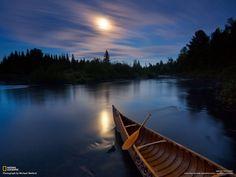 Fiume Allagash Fotografia di Michael Medford  La luce lunare si riflette sulle acque del fiume Allagash, nel Maine, negli Stati Uniti.