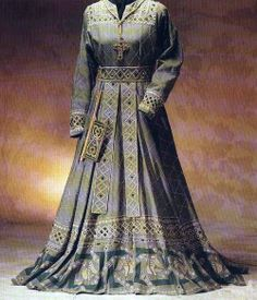 Kleid Siegfrieds Mutter.