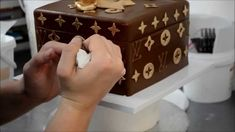 How to cover and design a Louis Vuitton Cake