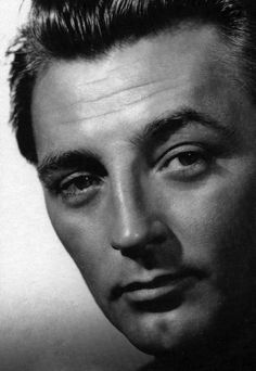 Robert Mitchum, 1940s - My my, look at those eyes.