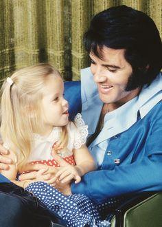 Elvis Presley e Lisa Marie Presley - 1970.  #SalsaSuperFather