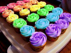 Cupcakes make people happy! ☺️ I love cupcakes! Cupcakes Arc-en-ciel, Rainbow Cupcakes, Rainbow Food, Cupcake Cakes, Rainbow Icing, Cup Cakes, Pretty Cupcakes, Rainbow Roses, Flower Cupcakes