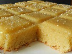 Tiramisu Cake (contains dairy, gluten-free option) – made again Mug Cakes, Easy Cookie Recipes, Cake Recipes, Dessert Recipes, Desserts Français, Mousse Au Chocolat Torte, Super Cookies, Gluten Free Oatmeal, Tiramisu Cake