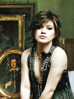 kelly clarkson - short hair love this edgy cut