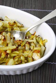 L'insalatina di finocchi al forno è un piatto leggerissimo e buonissimo, di una semplicità e bontà disarmanti! Questo piatto si prepara proprio come un'ins Vegetable Recipes, Vegetarian Recipes, Cooking Recipes, Healthy Recipes, Antipasto, I Love Food, Good Food, Roasted Fennel, Light Recipes