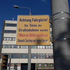 Ich kann mir nicht helfen, aber der Text des Schildes scheint mir ein #Relikt aus #DDR-Zeiten zu sein. Das Schild selbst ist wohl neu gemacht, aber der #Text hat #Kult-Potential.