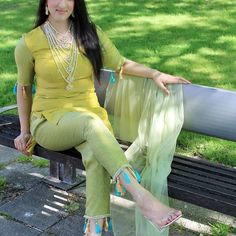 Tassels, statement jewels and Perspex heels are 3 of my favourite trends! Fashion Pants, Girl Fashion, Fashion Dresses, Dress Outfits, Dress Shoes, Shoes Heels, Salwar Designs, Blouse Designs, Pakistani Dresses