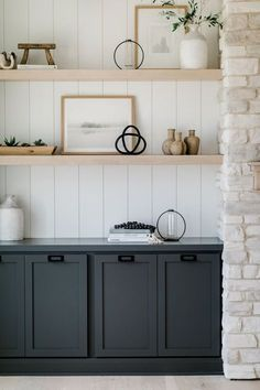 How to Design with Black & White #interiordesign #kitchendesign #kitchenideas #shelving