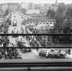 Okupace v Kolíně v roce 1968 Kos, Old Photos, Retro, Photography, Historia, Prague, Old Pictures, Photograph, Vintage Photos