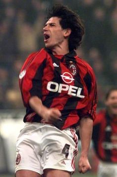 Demetrio Albertini (AC Milan, 1988–1990 + 1991–2002, 293 apps, 21 goals)