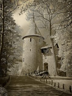 "Castell Coch, Cymru (Wales) The Fairytale Castle See my other Board for more Images "" William Burges"" Beautiful Castles, Beautiful Buildings, Beautiful World, Beautiful Places, Welsh Castles, Chateau Medieval, Medieval Castle, Famous Castles, Cymru"