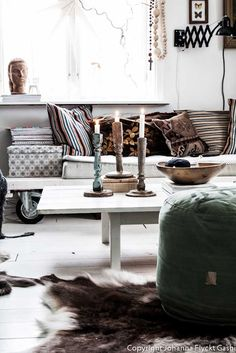 Love those pillows and the box. And the accordian lamp for occasional lighting. VINTAGE