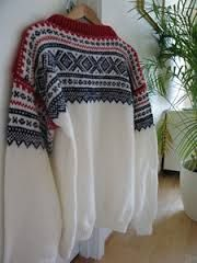 Hals. Fashion Outfits, Knitting, Sweaters, How To Wear, Clothes, Tall Clothing, Tricot, Sweater, Clothing Apparel