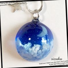 蓄光 雲レジン  月夜のブルームーン キーホルダー Making Resin Jewellery, Resin Jewelry, Glass Jewelry, Moon Jewelry, Cute Jewelry, Unique Jewelry, Diy Resin Crafts, Diy Arts And Crafts, Uv Resin