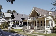 Thousand Islands Park, Clayton (NY) - Gothic Revival river cottages