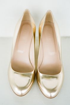 Metallic Gold Bridal Heels | photography by http://www.ariellephoto.com