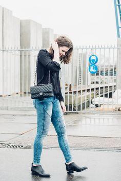 Copyright ILUMUOTI - Outfit Chanel Wang Loose Hair waysify