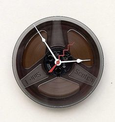 Magnetic Tape Clock: Timeless and Attractive Diy Clock, Clock Ideas, Magnetic Tape, Film Reels, Cool Clocks, Big Watches, Creative People, Recycled Crafts, Picture Design