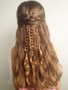 *looks* simple to figure out Boho hairstyle by @mimiamassari