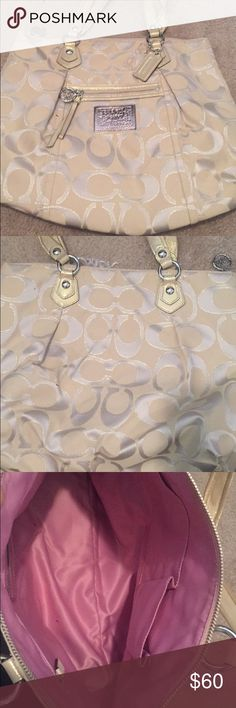 Coach cream colored poppy purse This is a Coach medium sized purse. In great condition, only used a couple of times. OBO Coach Bags Shoulder Bags