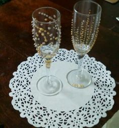 Decorated champagne flutes or wine glasses: bubble paint!