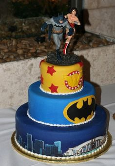 Batman, Wonder Woman wedding cake!